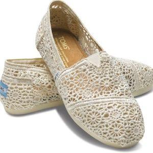 Toms Crochet Cream shoes Size 6.5